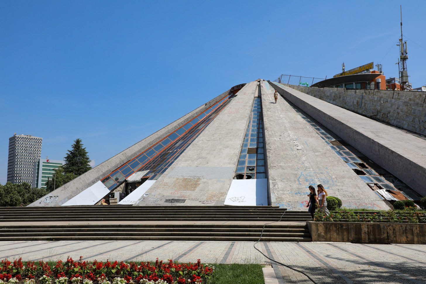 Piramide van Tirana