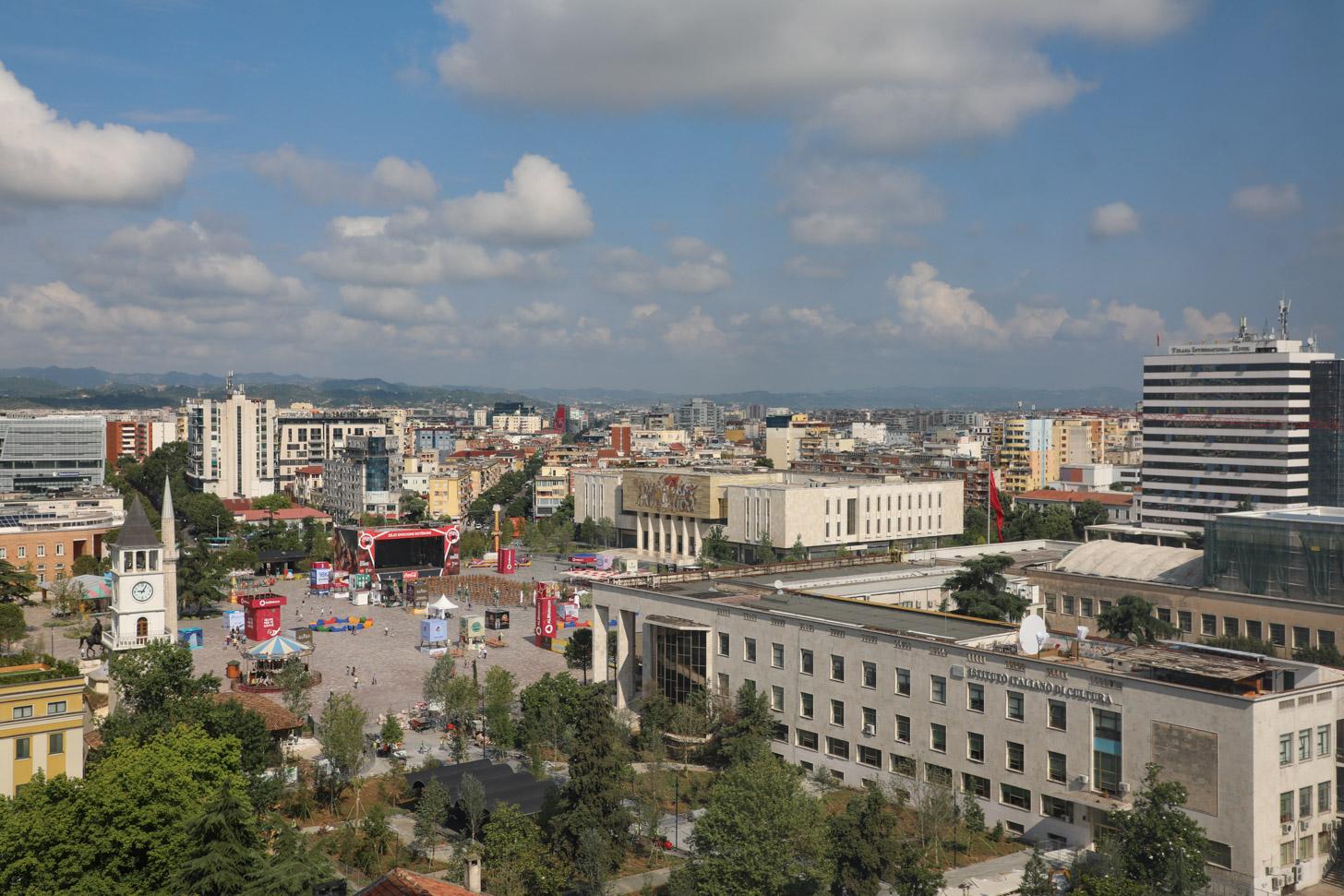 het weer in Tirana